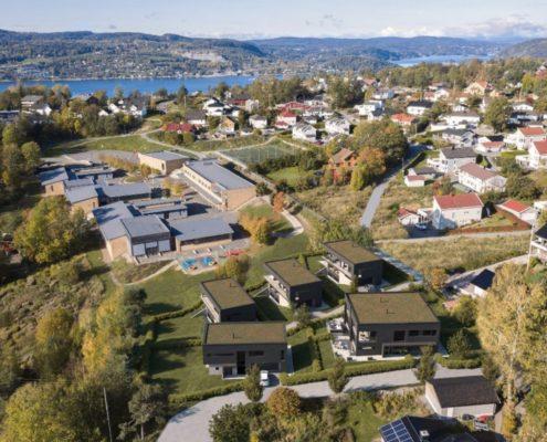 Dronebilde av boenheter i Drøbak